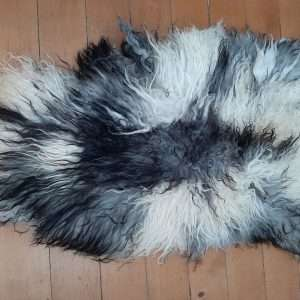 sheepskin long wavy wht blk